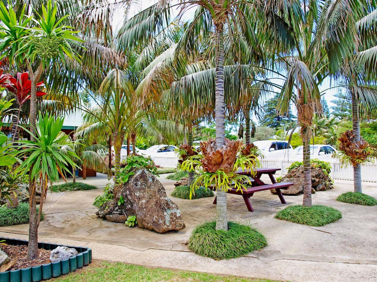 Norfolk Island Real Estate - PINE VALLEY APARTMENTS